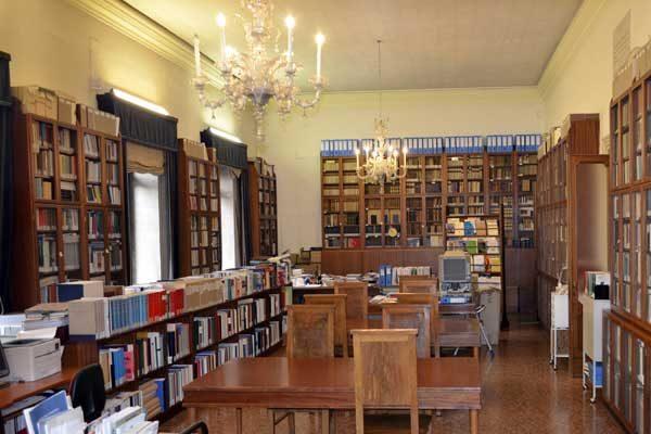 Uffici e biblioteca: orari di apertura